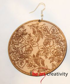 orecchino in legno con incisione. #wood; #engraving; #bijoux; #rose; #earrings