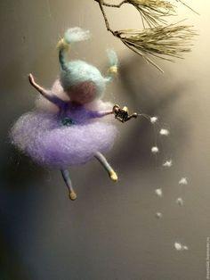 'Ангелочки к Рождеству' в интернет-магазине на Ярмарке Мастеров. Эти маленькие рождественские ангелы украсят Вашу новогоднюю елку, или же детскую комнату, или могут стать необычным и оригинальным рождественским подарком. Но они могут быть приурочены не только к Рождеству, они всегда с нами: наши спутники, наши защитники. Маленькие ангелы выполнены из шерсти и блестящего хлопка в очень нежных, пастельных тонах. Цена указана за одного ангела.