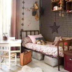 Декор детской комнаты девочки в стиле лофт