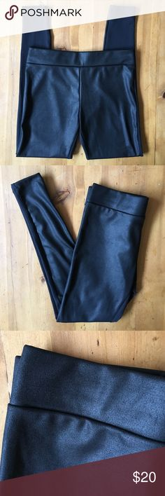 Willow and Clay Leggings Excellent condition size M black contrast front very slight sheen great for fall winter 95% polyester 5% spandex nice weight for warmth 15 in elastic band still has added stretch 36 in long 27 in inseam Willow & Clay Pants Leggings