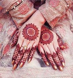 Mehndi design is one of the most authentic arts for girls. The ladies who want to decorate their hands with the best mehndi designs. Circle Mehndi Designs, Simple Arabic Mehndi Designs, Mehndi Designs 2018, Mehndi Designs For Beginners, Modern Mehndi Designs, Mehndi Designs For Girls, Mehndi Design Pictures, Bridal Henna Designs, Mehndi Designs For Fingers