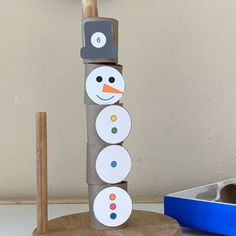 Make this clever counting and stacking Snowman Activity toy with  everything you have at home!  Find the free printable on happytotshelf.com