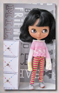 Blythe doll  Hand knit sweater and leggings on Blythe  FREE