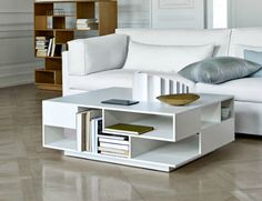 Sofabord fra Eilersen.  Materiale: Eg, sort - eller hvidbejset eg. Mål 105 x 105 ell. 100 x 80  ell 140 x 80 cm. højde 36 cm
