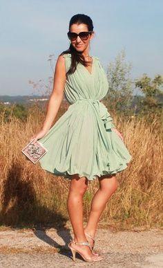 vestido verde drapeado - http://vestidododia.com.br/dicas/vestido-para-as-magrinhas/