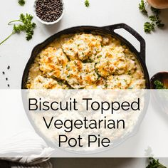 Biscuit topped vegetarian pot pie - a healthy, hearty vegetarian dinner idea made with jackfruit, veggies, and buttery biscuits! Vegetarian Chicken, Low Carb Vegetarian Recipes, Vegetarian Dinners, Veg Recipes, Cooking Recipes, Healthy Recipes, Vegan Pot Pies, Vegetable Pot Pies, Recipes Breakfast Video