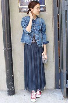 LE DENIM ノーカラーGジャン  ノーカラーのデニムジャケット。 襟ぐりはカットオフにすることでトレンド感のある仕上がりに。 ノーカラーデザインなので女性らしい印象です。