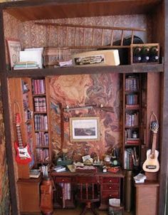 Wonderful traditional library or study - and check out the little attic tucked into the top   Source: Alicia Miniaturas