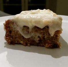 How to make the best carrot cake ever ! I know carrot cake is a pretty common recipe but this one is SO crazily good ! Click to see the recipe