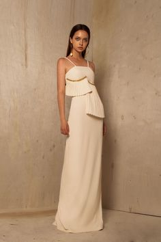 #analuciabermudez #ss19 #outfit #fashion #designer #colombia #amazonas #esencia #model #styling #collection #photo #colombia #nature #dress #luxury #elegant #elegante #gala One Shoulder, Shoulder Dress, Formal Dresses, Fashion, Funny Women, White Dress, Amazon, Colombia, Chic