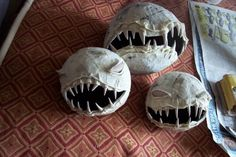 DIY Human fly trap how-to using paper mache balloons and fimo clay to make teeth.