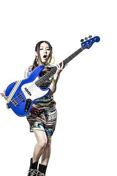 SCANDALのHARUNA、MAMI、TOMOMIのシグネイチャー・モデルがSquier by Fenderより発売決定! 米国フェンダーにとって日本人女性アーティスト初   fender   BARKS楽器&AVニュース