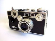 old cameras pictures | Inspiration: Take Out That Vintage Camera For Decoration | Apartment ...