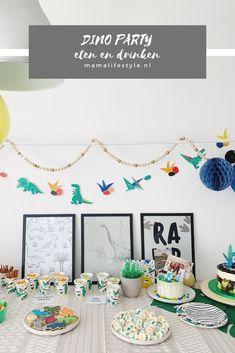 Dino feest eten & drinken: van velociraptor klauwen tot threerex taart   mamalifestyle.nl 5th Birthday Party Ideas, Birthday Parties, Party Lights, Dinosaur Party, Appetizers For Party, Snacks, Decor, Anniversary Parties, Shower Appetizers
