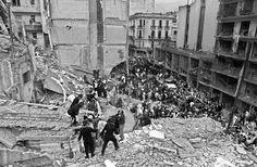 El atentado a la AMIA fue un ataque terrorista con coche bomba que sufrió la Asociación Mutual Israelita Argentina (AMIA) de Buenos Aires el 18 de julio de 1994. Se trató de uno de los mayores ataques terroristas ocurridos en Argentina, con un saldo de 85 personas muertas y 300 heridas, y el mayor ataque sufrido por judíos desde la Segunda Guerra Mundial. La comunidad judeoargentina con casi 300.000 personas, de las cuales más del 80% vive en Buenos Aires, es la más numerosa de América…