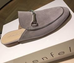 Very simple, very clean, very comfortable#fashion #shoeslover #shoes #italianshoes #mules #muleshoe #graysuede #lilienfels