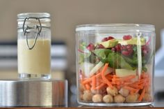 Salat im Glas: mit Avocado + Granatapflekernen