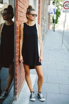 Street Style Easy Black Dress Converse Low Chuck Sneakers Short Sleeveless Dress White Tote Bag Round Sunglasses