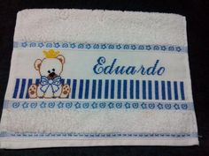 Toalha bordada manualmente Towel, Outdoor Blanket, Cross Stitch, Cross Stitch Letters, Hand Towels, Embroidered Towels, Craft Bazaar, Personalized Towels, Embroidery Stitches