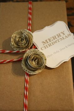 We love this creative DIY gift wrapping for books that involves decorate with roses made from recycled book pages. There are some beautiful Christmas gift wrap ideas in here! Christmas Gift Wrapping, Christmas Love, Christmas Holidays, Christmas Crafts, Wrapping Gifts, Wrap Gifts, Christmas Flowers, Wrapping Ideas, Beautiful Christmas