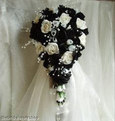 Large black and white #wedding bouquet