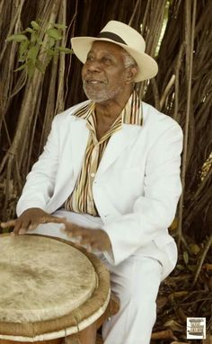 Gran maestro de la Bomba Puertorriqueña, el Sr. Modesto Cepeda... Salsa Musica, Black History, Art History, Puerto Rico Pictures, Instruments, Drums Beats, Music People, Latin Dance, Puerto Ricans