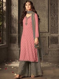 Looking to buy salwar kameez? ✓ Shop the latest dresses from India at Lashkaraa & get a wide range of salwar kameez from party wear to casual salwar suits! Pakistani Dresses Online, Indian Dresses, Indian Outfits, Punjabi Suits Party Wear, Indian Party Wear, Pakistani Fashion Party Wear, Party Suits, Sharara Designs, Kurti Designs Party Wear