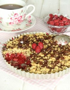 hallonchokladpaj3 Tiramisu, Raspberry, Cereal, Sweets, Cookies, Breakfast, Ethnic Recipes, Desserts, Food