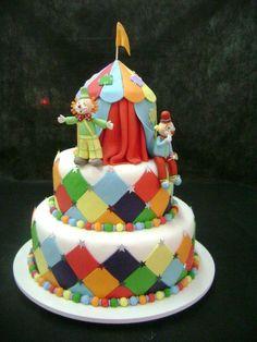 Bolo do palhacinho para comemorar o dia do circo, 27 de março!