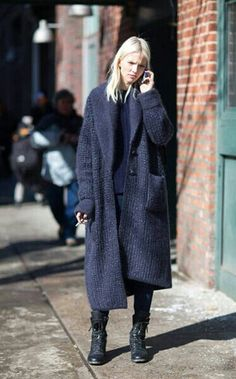 Sasha Luss - New York Fashion Week Fall street style —- Street Style Chic, New Yorker Mode, Look Fashion, Womens Fashion, Street Fashion, Milan Fashion, Korean Fashion, Fashion Shoes, Fashion Tips
