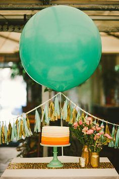 Tassel garland cake and big balloon