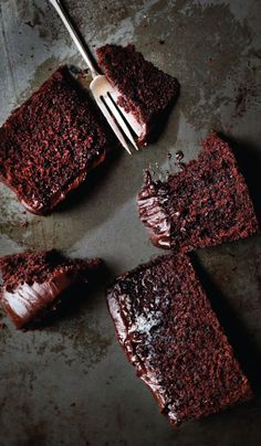 Chocolate Baileys : Mud Cake Going to try with gluten free flour - it must work… Chocolate Baileys, Chocolate Recipes, Baileys Cake, Chocolate Cake, Delicious Chocolate, Baking Recipes, Cake Recipes, Dessert Recipes, Baileys Recipes