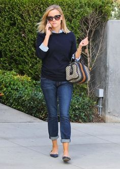 Reese Witherspoon - Reese Witherspoon Runs Errands in Santa Monica