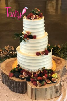 beautiful buttercream and fresh fruit cake for a lovely fall wedding