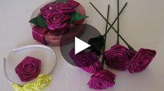 Hoje eu vou ensinar como fazer uma rosa de cetim. Com essa rosa dá para fazer diversas coisas, como mostrei no vídeo, você pode aplicar em uma tiara, decorar uma embalagem, fazer uma presilha para colocar no cabelo, aplicar em uma roupa e até me...