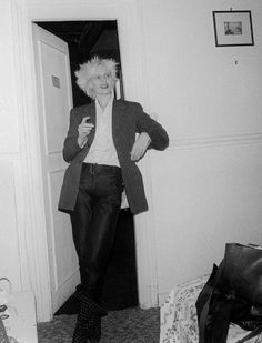 captivating photos of vivienne westwood and johnny rotten during punk's 70s prime | look | i-D