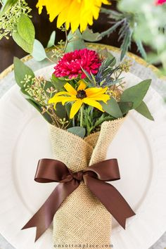 Make little burlap bouquets to add charm to any simple autumn table setting. Includes ideas for an easy plate stack and centerpiece. Pumpkin Centerpieces, Flower Centerpieces, Easter Centerpiece, Easter Decor, Table Centerpieces, Burlap Bouquet, Fall Vignettes, Fall Table Settings, Autumn Table