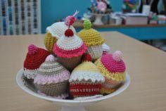 Cómo hacer un amigurumi de cupcake. Patrón gratis