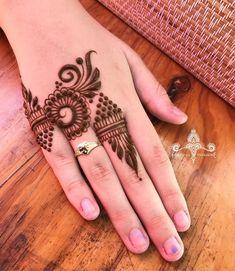 Love the symmetry of this design #henna #hennatattoo #hennadesign #hennabrisbane #hennaparadise #mehndi #mehendi #mehndibrisbane