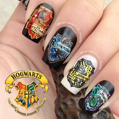 17 Pretty Incredible Nail Art Designs Inspired By Movies Harry Potter Nails Designs, Harry Potter Decor, Love Nails, Pretty Nails, My Nails, Pretty Nail Designs, Nail Art Designs, Marvel Nails, Nail Art Blog
