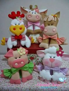 Farm animals in felt. Could be done in clay. chicken cow sheep pig horse