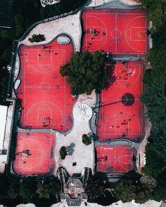 "2,714 mentions J'aime, 8 commentaires - Fubiz (@fubiz) sur Instagram: ""Superb Aerial Basketball Court by @sleepingforest1226  #aerial #basketcourt #picture #fubiz…"""
