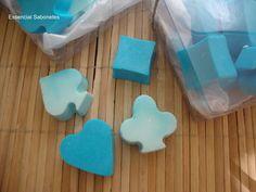 Uma caixa com 16 mini sabonetes. Um belo presente para pais cuidadosos e antenados! R$ 15,00