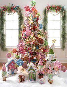 Ya falta poco para que lleguen las fiestas navideñas, asi que he empezado a buscar ideas de como decorar nuestro piso y estrenar en el la Navidad. He encontrado esta curiosa y dulce forma de decorar el arbol de Navidad. Puede resultar algo recargado, pero la verdad es que lo encuentro de lo mas encantador. Aunque seguramente que a mas de uno que lo tuviera en casa no le llegaria a durar hasta el final de las fiestas... caramelos, galletas, bombones, menuda tentacion no crees?????????????????????