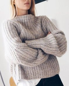Get ready for the season with warm & cozy sweaters? Oversized sweaters are not only comfortable, but they last forever as a staple in you… Mode Outfits, Fall Outfits, Grunge Outfits, Stylish Outfits, Looks Style, Style Me, Outfit Style, Look Fashion, Womens Fashion