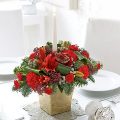 This chic Christmas arrangement will fill you with joy over the festivities.