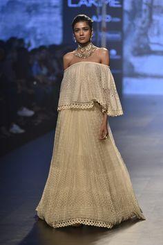 Tarun Tahiliani at Lakmé Fashion Week Summer/Resort 2017 Lakme Fashion Week, India Fashion, Royal Fashion, Indian Fashion Designers, Indian Designer Wear, Fashion Walk, Girl Fashion, Pakistani Outfits, Indian Outfits