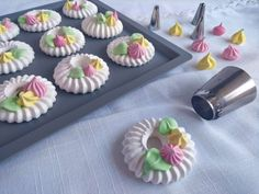 Meringue Cookies, Macaron Recipe, Pavlova, Mini Cupcakes, Food Truck, Cake Decorating, Cooking Recipes, Diy Crafts, Treats