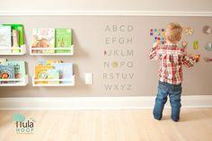 Brinquedoteca e/ou quarto montessoriano para bebês e crianças menores! Aqui tem mais ideias: http://mamaepratica.com.br/2015/05/08/10-ideias-legais-de-quartos-montessorianos/