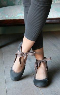 Chie Mihara shoes > Rotonda Ante Charcoal.  My fave Chie Mihara design - but way too $$$